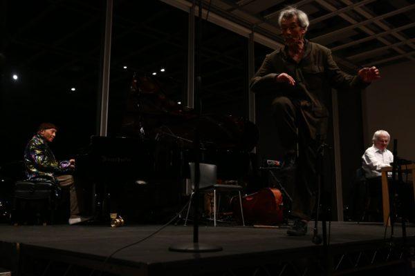 2016年4月セシル・テイラー展覧会『オープンプラン』。オープニング コンサートイベント:セシル・テイラー、田中泯、トニー オックスレー ©ホイットニー美術館